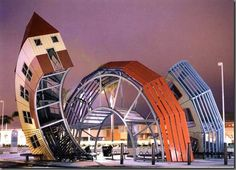 Bizarre And Weird Houses around the world - it's amazing how some of them are still standing!!!!!