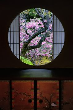 Window of Enlightenment at Unryu-in temple, Kyoto, Japan