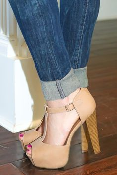 Stop the presses! Shoe love! You don't just want these nude heels, you need them! Perfection! Staple piece!