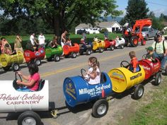Kid's train made out of recycled barrels - Recyclart