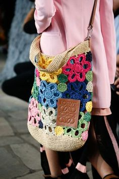 The six need-to-know bag trends 2019 to keep you one step ahead this summer. From shoulder bags to XXL totes to bum bags, these are the latest bag trends for spring summer 2019 and beyond. Crochet Shell Stitch, Crochet Hook Set, Crochet Tote, Crochet Handbags, Crochet Purses, Knit Crochet, Crochet Stitches, Free Crochet, Purse Patterns
