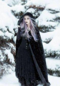 Gothic girl in winter Foto Fantasy, Dark Fantasy, Fantasy Witch, Dark Beauty, Gothic Beauty, Gothic Fashion, Look Fashion, Fashion Images, Lolita Fashion
