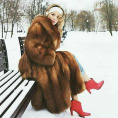I can't wait for the cold time of the year ❤️ Fur Fashion, Fashion Photo, Womens Fashion, Fabulous Fox, Fox Fur Coat, Red Boots, Red Fox, Cute Woman, Fur Jacket