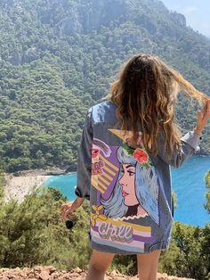 Fancy girl, Denim ceket, Kot Ceket Patterned Bomber Jacket, Oversized Denim Jacket, Denim Coat, 80s Outfit, Denim Fabric, Vintage Denim, Girls Out, Jeans Style, Chic Outfits