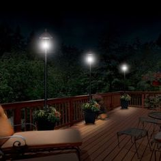 Gama Sonic Baytown Solar Lamp Post with Planter