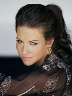 Evangeline Lilly - August Evangeline Lilly is a Canadian actress and author. She won multiple Saturn Awards and Teen Choice Awards and a Golden Globe nomination for her role as Kate Austen in the ABC series Lost. Beautiful Celebrities, Beautiful Actresses, Beautiful Eyes, Most Beautiful, Hello Gorgeous, Absolutely Gorgeous, Nicole Evangeline Lilly, Head Band, Tauriel
