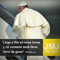 El Papa sube al avión rumbo a Brasil