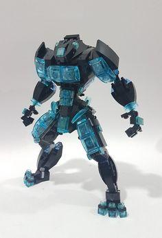 This mech is very Tronish! Lego Mecha, Bionicle Lego, Robot Lego, Lego Bots, Arte Robot, Lego Ninjago, Robots, Lego Dragon, Lego Machines