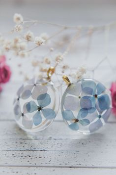 This nature inspired necklace features real pressed flowers encased in clear resin. Type of flower used in this particular botanical necklace is Hydrangea in different shades of blue. This pendant is perfect for all nature lovers who would enjoy to always have a touch of nature with them. - made by Floral Joy Jewelry