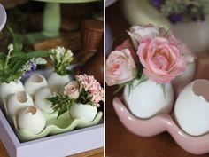 Ideias para o almoço de Páscoa - mesa de doces com bolos e chocolates de coelhos…