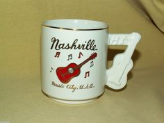 NASHVILLE MUG TENNESSEE MUSIC CITY USA CUP GUITAR MUSIC HANDLE VINTAGE GOLD RED