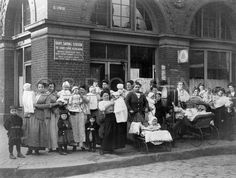 Mothers with Children in Front of Baby Saving Station, circa 1915. Starr Centre Association of Philadelphia. Image courtesy of @nursinghistory.