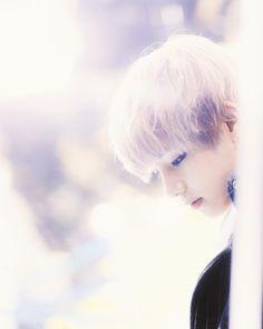 V ♥ omg, he looks like an angel XD