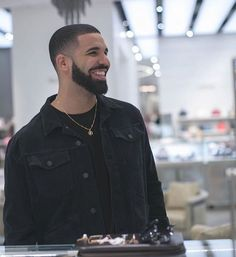 Drake filming part of the music video for his song God's Plan in Saks Fifth in the mall❤️ #Drake