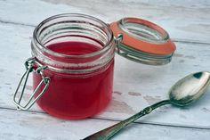 Rabarbersirup - Hjemmelavet sirup til drinks eller desserter Gin, Mojito, Vanilje, Goodies, Food And Drink, Canning, Healthy, Recipes, Cocktails