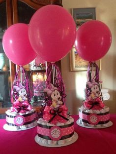 Minnie Mouse Baby Shower Diapers Centerpiece by designsbyemilys. Lose the diapers and this would be a great bday centerpiece. Mini Mouse Baby Shower, Idee Baby Shower, Mesas Para Baby Shower, Shower Bebe, Baby Mouse, Baby Shower Diapers, Girl Shower, Baby Shower Cakes, Baby Shower Themes
