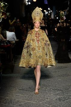 Dolce & Gabbana - Alta Moda Autumn/Winter 2016 Couture #embellishment #mitre #gold