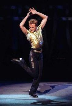 Zo'n gouden shirt wil mijn zoontje ook wel :-0 ( vind op het podium staan ook zo leuk )