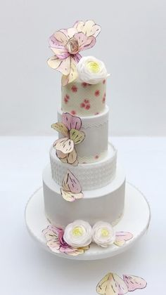 Wedding cake with wafer paper flowers - Cake by SWEET architect