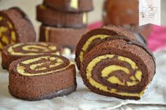 Girelle al cioccolato, ricetta per preparare delle merendine simili a quelle Motta, con pasta biscotto al cacao e chiara e ripieno di nutella.