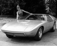 Drugi model koncepcyjny Opla, nazwany CD, zaprezentowano na Salonie Samochodowym we Frankfurcie w 1969 r. W tym samym roku swoje pierwsze koncepcyjne auto pokazał Mercedes, BMW zaś 3 lata później. Z kolei VW, Audi i większość pozostałych producentów w Europie i w Azji rozpoczęło prace nad samochodami koncepcyjnymi dopiero w latach 80. #opel #opeldesignstudio #opelcd