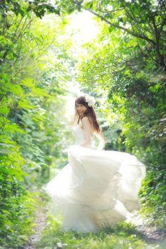 前撮り・ロケーションフォト・フォトツアーの素敵な構図・ポーズ・アイディア - NAVER まとめ Bride Poses, Wedding Poses, Wedding Bride, Dream Wedding, Wedding Dresses, Pre Nup Photoshoot, Wedding Photoshoot, Profile Picture For Girls, Couple Posing