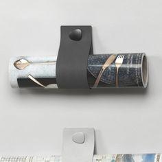 Wall Sling LIND DNA i sort læder og aluminium - magasinholder