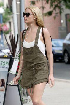 Margot robbie street styel