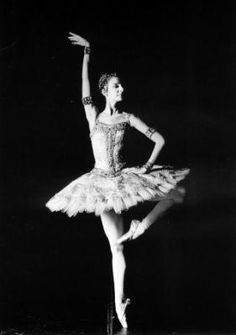 Sylvie Guillem as Raymonda.the best to ever dance this role. Just Dance 3, Ballet Dancers, Ballerinas, Ballet Pictures, Paris Opera Ballet, Royal Ballet, Contemporary Dance, Shades Of Grey, Marie