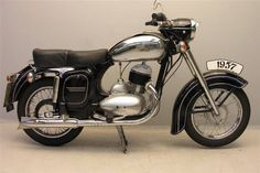 Mahindra Two Wheelers to revive the Jawa brand of motorcycles in India American Motorcycles, Vintage Motorcycles, Custom Motorcycles, Cars And Motorcycles, Enfield Motorcycle, Motorcycle Bike, Motorcycle Girls, Moto Jawa, Scooters