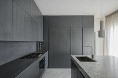 sundaymorning, Fabio Candido, Marco Sarri, Massimo Fiorido — Appartamento a Pisa Modern Kitchen Design, Interior Design Kitchen, Kitchen Decor, Modern Design, Küchen Design, Home Design, Design Trends, Graphic Design, Black Kitchens