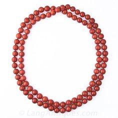 Una continua cadena de 38 pulgadas impresionante, extra-fina, de 09.02 a 10.23 milímetros perlas del Mediterráneo de coral (no hay manchas blancas) de un rico saturado e incluso bermellón rojo. Cada vez más raro y absolutamente precioso.