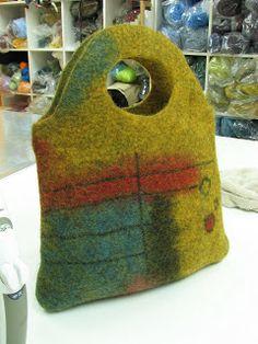 A cute bag (post below) ( pelsull from New England Felting Supply) The other side of said cute bag Awww, poor crumpled fel. Nuno Felting, Needle Felting, Fibre Textile, Felt Purse, Felting Tutorials, Handmade Felt, Felt Art, Shibori, Felt Crafts