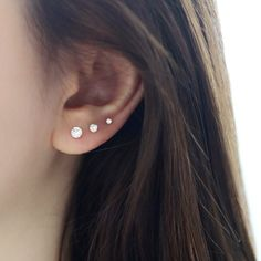 Ear Piercing Ideas For Females Round CZ Stud Earring- Gold. How To Balance Ear Piercings Piercings Lindos, Cute Ear Piercings, Unique Piercings, Three Ear Piercings, Triple Ear Piercing, Ears Piercing, Cartilage Piercings, Triple Lobe Piercing, Second Hole Piercing