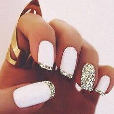 White matte polish & gold glitter french tips nail design. unghie gel Source by kadircemm Glitter French Tips, French Tip Nails, French Manicures, Diy Nails, Glitter Nails, Gold Glitter, White And Silver Nails, Matte Gold, White Sparkly Nails