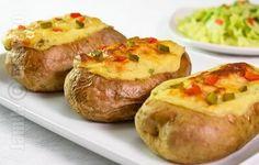 Cartofi umpluti la cuptor Vegan Vegetarian, Vegetarian Recipes, Cooking Recipes, Healthy Recipes, Potato Recipes, Veggie Recipes, Dinner Recipes, Good Food, Yummy Food