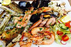 Seafood and fresh fish platter - parrillada de pescado fresco y marisco