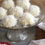 Coconut Snowball Cookies and Friday Faves Coconut Candy, Coconut Cookies, Coconut Macaroons, Coconut Balls, Snowball Food, Snowball Cookies, Snowballs Recipe, Coconut Snowballs, Easy Christmas Treats