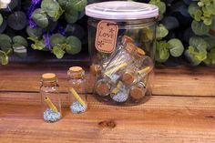 Μπουκαλάκια Ευχών GWB4063B  Μπουκαλάκια ευχών με σιέλ λεπτομέρειες και τυλιγμένο χαρτάκι μηνυμάτων, για να γράψετε τις ευχές σας.Διαστάσεις μπουκαλιού: 2 x 5cmΔιατίθενται σε πλαστική κυλινδρική συσκευασία με καπάκι, η οποία περιέχει,10 μπουκαλάκια. Mason Jars, Bottle, Flask, Canning Jars, Jars, Glass Jars