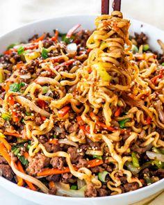 Beef Ramen Noodle Recipes, Easy Ramen Recipes, Minced Beef Recipes Easy, Healthy Ramen Noodles, Beef Noodle Stir Fry, Yummy Noodles, Crispy Noodles, Garlic Noodles, Delicious Recipes