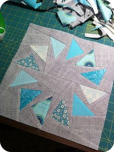 Stormy Skies Circle of Geese Block - Flying geese free quilting pattern for a… Patchwork Quilting, Patchwork Vol D'oie, Quilting Tutorials, Quilting Projects, Quilting Designs, Quilt Design, Quilting Tips, Machine Quilting, Quilt Block Patterns
