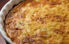 hemelse ligte ete, ook perfek vir eenpan ontbyt 1 kop melk 1 blik bull brand boeliebief 1 ui, gekap 1 groenrissie, gekap 1 kop gerasperde kaas 6 ekstra groot eiers, geklits 3 el kookolie rooi en of… Kos, Low Carb Quiche, Low Carb Recipes, Cooking Recipes, Yummy Recipes, Asparagus Quiche, Cheese Quiche, Yummy Quiche, Gruyere Cheese
