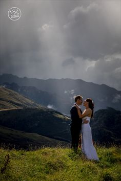 Mountain wedding photography By Dan Childs at 222 Photographic Studios, Queenstown, New Zealand. Free Photography, Photography Services, Wedding Photography, Pre Wedding Photoshoot, Wedding Shoot, Photographic Studio, Elope Wedding, Engagement Couple, Wedding Portraits