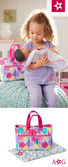 This set includes a fabric diaper bag with two side pockets, a changing pad, two bottles, two diapers, and other items for caring for Bitty Baby. Cosas American Girl, All American Girl Dolls, Baby Doll Accessories, 10 Birthday, Mixed Babies, Bitty Baby, Changing Pad, Baby Dolls, Diaper Bag