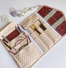Diy Knitting Needle Case, Diy Knitting Needles, Interchangeable Knitting Needles, Needle Book, Crochet Projects, Sewing Projects, Sewing Case, Knitted Bags, Pdf Sewing Patterns