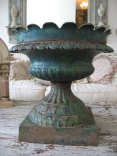 OMG THE BEST Old Architectural CAST IRON GARDEN URN Scalloped Top Chippy  Patina
