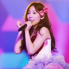 """""""I believe this is during singing Gee in our most recent tour There is something that I always feel, is that why all of our hair stand up during this part? Electricity static? There is something like that? Everyone's hair looks so funny ㅋㅋㅋㅋBut, my hair couldn't be better, right #TYsone #ggtour"""