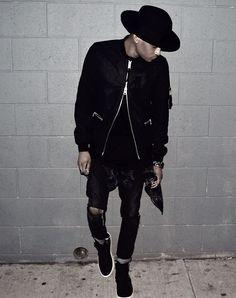 Men street fashion amazing hat and jacket Stylish Mens Fashion, Fashion Moda, Urban Fashion, Ootd Fashion, Street Fashion, Stylish Menswear, Men Street, Street Wear, Mode Swag