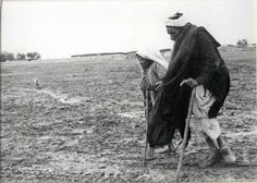 """""""Nakba (""""catastrophe"""" in Arabic) of is when Palestinians were ruthlessly attacked, massacred and driven from their homes into refugee camps by Zionist terror groups, and never allowed to return in violation of international law. Palestine History, Palestine Art, Arab World, World War I, Photos Du, Old Photos, Violation Of Human Rights, Learn Arabic Online, Arab States"""