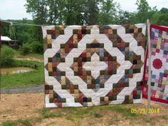 Twin size: Mock Log Cabin. Hand pieced and hand quilted.